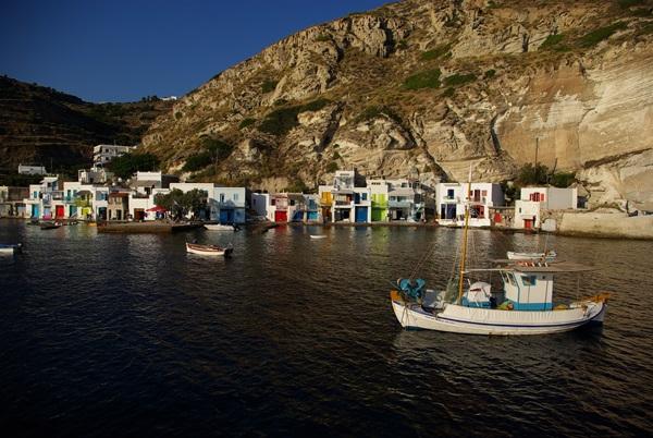 Klima Milos - Sirmata case colorate pescatori